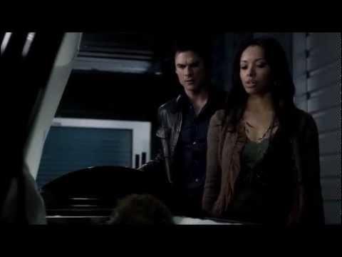 Que dit Damon quand il ouvre le cercueil de Klaus et que celui-ci ouvre les yeux brutalement ?