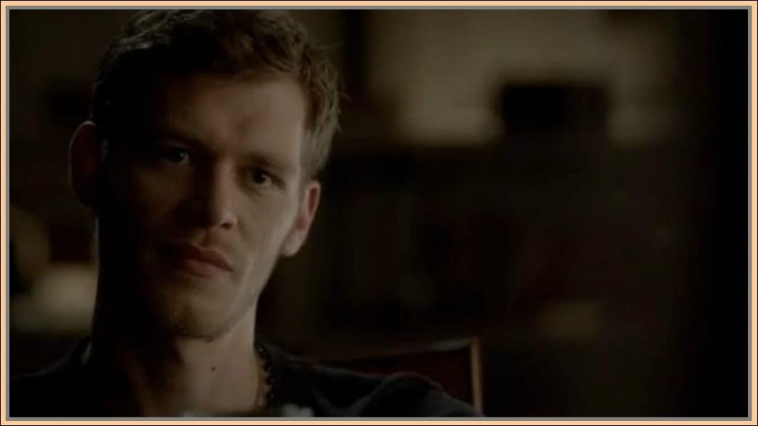 Dans quel corps Klaus se retrouve-t-il après avoir été tué ?