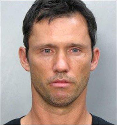 Après plusieurs apparitions dans des séries télé à succès, il décroche en 2007 le premier rôle de la série  Burn notice . Qui est-ce ?
