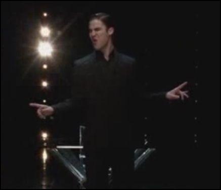 Saison 3 épisode 17 : Blaine pense que Kurt le trompe avec Chandler. Que chante-t-il au Glee Club ?
