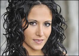 Qui prête sa voix à Samia ?