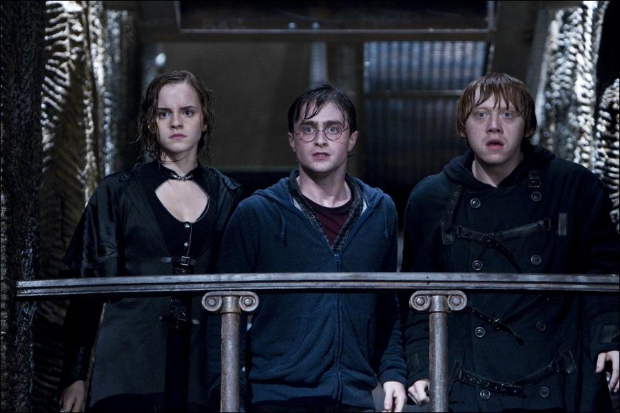 Comment les trois amis retrouvent-ils leur apparence initiale, une fois dans la banque Gringotts ?