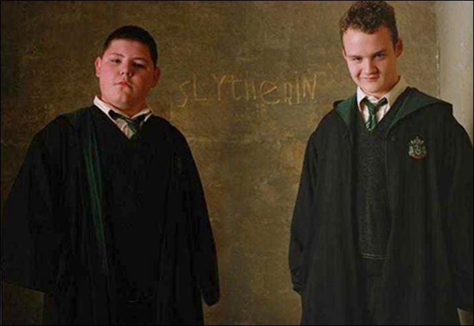 Afin que Drago répare l'Armoire à disparaître, Crabbe et Goyle se transforment en d'autres étudiants durant leur 6ème année. De qui les deux acolytes prennent-ils le plus souvent l'apparence ?