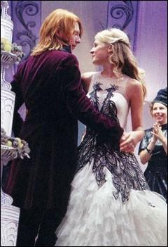 Durant le mariage de Bill et Fleur, Harry prend l'apparence d'un membre de la famille Weasley dans le livre. Comment s'appelle-t-il ?