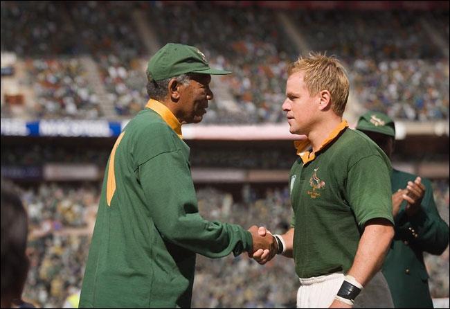 L'élection de Nelson Mandela consacre la fin de l'Apartheid. Mais le pays reste profondément divisé. Le président mise alors sur le sport pour unifier la nation, et notamment sur le rugby.