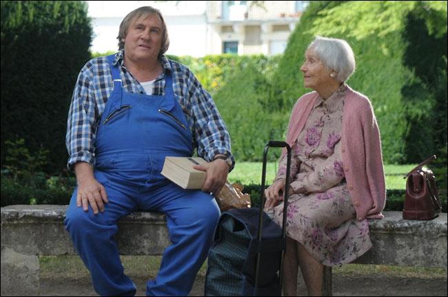 Germain, la cinquantaine, presque analphabète, se partage entre sa copine, ses copains de bistrot et son potager. Jusqu'à sa rencontre avec Margueritte qui réveille son esprit.