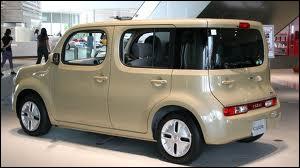 Cette voiture au dessin carré aura connu une courte carrière en France. Quel est son nom ?