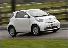 Quel est le nom de cette petite voiture de moins de trois mètres et concurrente de la Smart Fortwo ?