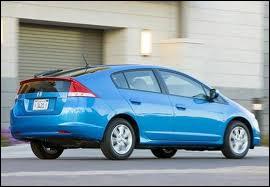 Voiture hybride de la marque Honda, elle concurrence la Toyota Prius. Il s'agit de ...