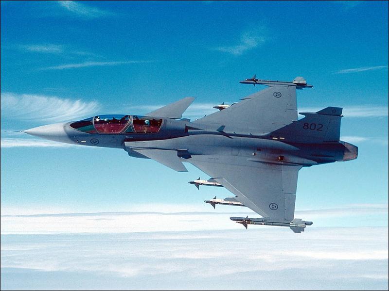 Quel est cet avion de quatrième génération construit en Suède par Saab ?
