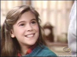 Alyssa Milano a joué dans  Madame est servie . Comment s'appelait-elle ?
