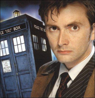 Comment se nomme l'acteur qui interprète le docteur de la saison 2, 3 et 4 ?