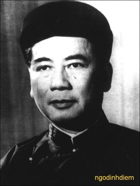 Évènements du XXe siècle : Quelle classe d'individus s'immola au Vietnam entre 1963-1964 pour protester contre le régime de Diem ?