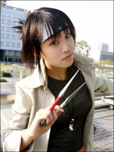 C'est une jonin spécial et était l'élève d'Orochimaru...