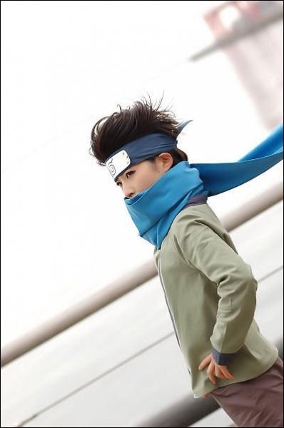 Petit fils du 3e Hokage, il admire énormément Naruto...