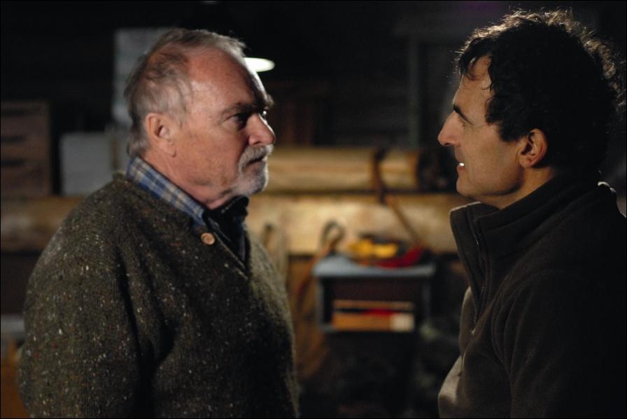 Dans le film  Deux jours à tuer , où Antoine part-il rejoindre son père ?