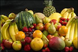 Dans une chanson de Sacha Distel, quel fruit était associé à la poire ?