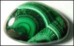 Un vert à la fois vert clair et vert foncé, c'est :