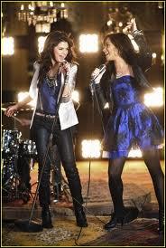 Quelle est la chanson qu'elle a chanté avec Selena Gomez ?