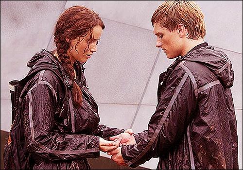 Que font les deux derniers survivants pour sortir tous les deux vivants des Hunger Games ?