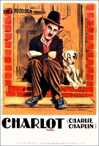 Toujours errant, Charlot prend un chien, lui aussi errant, sous son aile ... . Film muet de Charlie Chaplin tourné en 1918