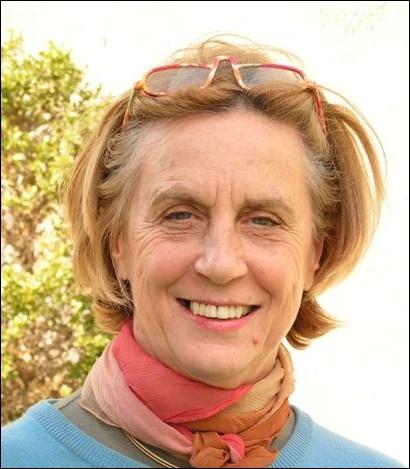 Elle a été Ministre des Affaires sociales et de la Solidarité nationale , voici Madame ...