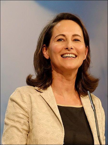Elle a été Ministre de l'Environnement Ministre déléguée à l'Enseignement scolaire Ministre déléguée à la Famille, à l'Enfance et aux Personnes handicapées , voici Madame