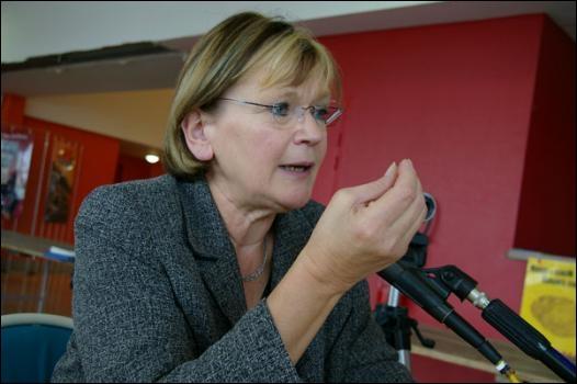 Elle a été Ministre de la Jeunesse et des Sports , voici Madame ...