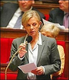 Elle a été ministre de la Justice Ministre de l'Emploi et de la Solidarité , voici Madame ...