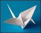 L'origami, art du pliage du papier (de oru, plier et kami, papier), est né des messages pliés qu'on s'envoyait à l'époque Héian (794-1185 ). Les règles en sont ?