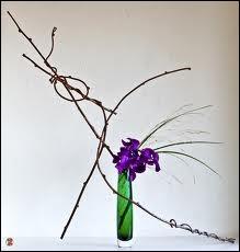 L'arrangement floral japonais est un art à part entière, appelé ikebana. Quelle est son idée maitresse, outre le zen ?