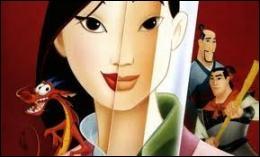 Lequel de ses objets N'OFFRE-T-IL PAS en récompense à Mulan pour sa bravoure ?