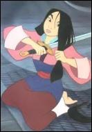 Pourquoi Mulan décide-t-elle de se couper les cheveux avec une épée ?