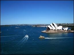 Paris - Sydney, c'est en avion 17 000 km ! Et si l'envie vous prenait d'y aller à l'ancienne mode, c'est à dire en bateau, il vous faudrait... ?