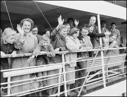 L'Australie a jusqu'en 1973, réservé l'immigration aux  blancs  notamment pour conserver son indépendance économique vis à vis du vaste continent asiatique. Plutôt que la politique du melting pot US. .