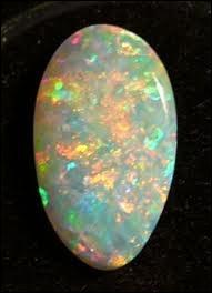 L'Australie a des richesses minières et est le pays de cette pierre magnifique, aux reflets de lune, qu'est l'opale. Quelle est la plus précieuse (au sens du prix de vente) des opales ?