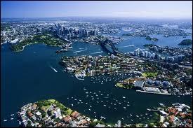 Sydney est la + vieille ville d'Australie, un site naturel exceptionnel, une baie gigantesque et splendide, un mélange harmonieux de villas anciennes et jardins et gratte-ciels. Sa création est liée. .