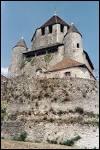 La tour César de Provins doit son nom aux origines romaine de la ville, mais elle n'a pas été bâtie par César, contrairement à la légende, mais par ...