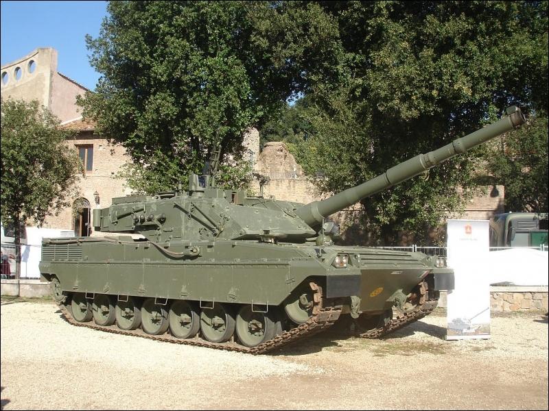 Quel nom, d'une célèbre division de la Seconde Guerre mondiale, porte ce char d'assaut italien ?