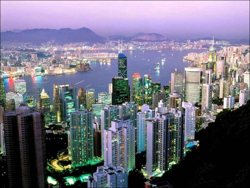 4e étape : On survole le Pacifique pour arriver en Asie. Quelle ville chinoise a été une possession anglaise jusqu'en 1997 ?