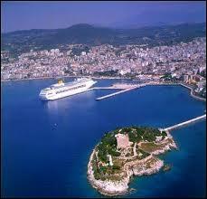 Édouard Balladur (homme politique français) est natif de ce port turc :