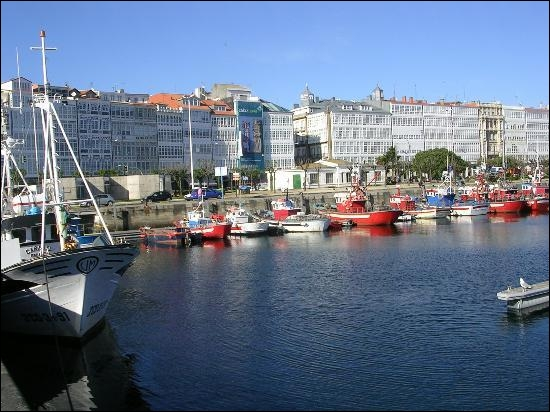 Quelle ville espagnole est sur la côte atlantique ?