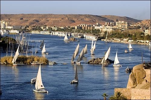 Quelle ville égyptienne se trouve le plus au sud ?