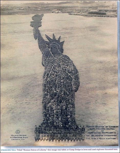 Cette statue est un peu bizarre, néanmoins elle représente un présent de la France ...