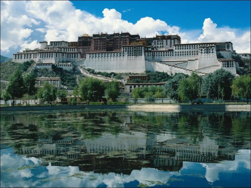 La Chine a annexé ce pays montagneux, où trôna l'Enfant-Roi de la Cité Interdite !