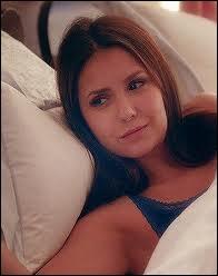 Quelle est la chanson qui a réveillé Elena dans le flashback ?