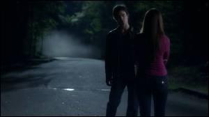 Pourquoi Damon fait-il oublier à Elena leur première rencontre ?