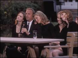 Dans cet excellent film, avec Kevin Costner, et Joan Allen, à la fin surprenante, celle-ci se débat au départ inattendu de son mari, avec ses 4 filles, les soeurs Wolfmeyer. Quel est ce film ?