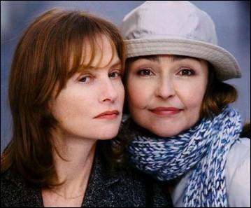 Isabelle Huppert et Catherine Frot sont soeurs dans ce film Les soeurs fâchées. Dans ce film, quelle est la soeur qui va publier un livre ?