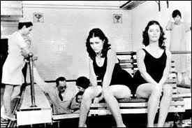Brian de Palma réalise ce thriller angoissant, mettant en vedette des soeurs... jumelles, Danielle et Dominique, interprêtées par Margot Kidder. Quel est ce film ?